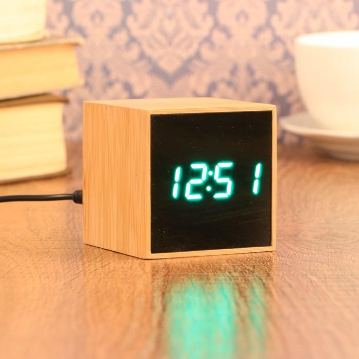 Часы-будильник электронные, с подсветкой, дата, зелёные цифры, батарея 3ААА, 6х6 см