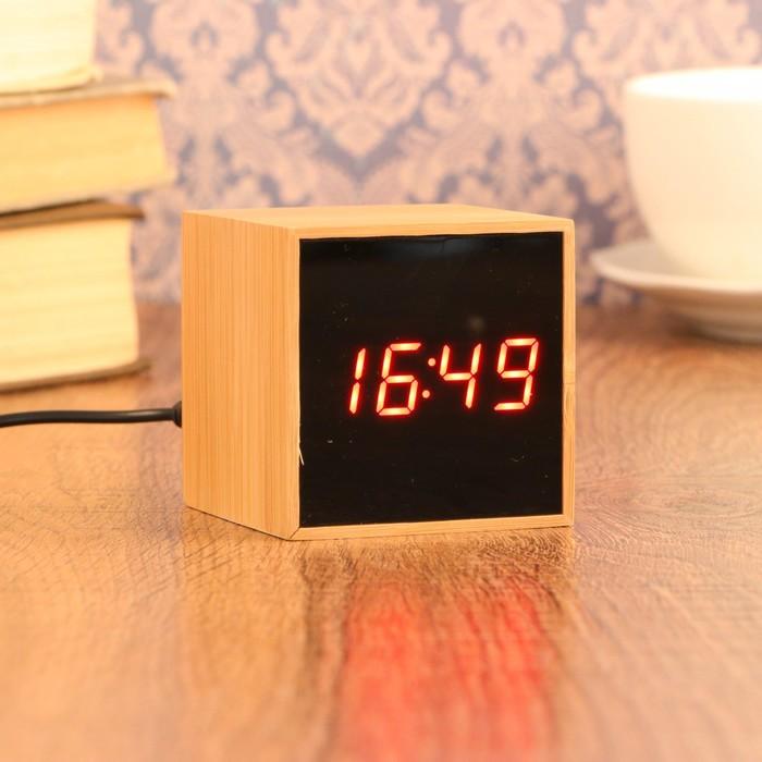 Часы-будильник электронные, с подсветкой, дата, красные цифры, батарея 3ААА, 6х6 см