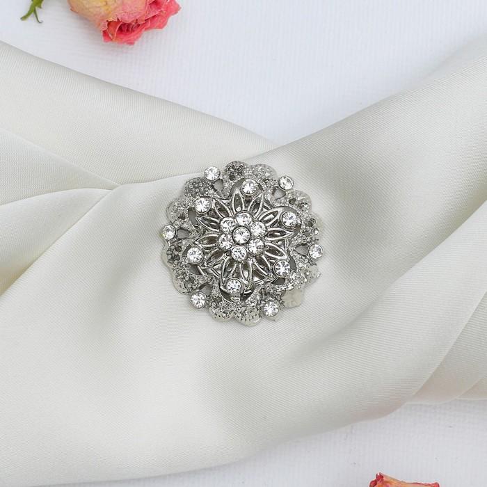 """Магнит для платка """"Цветок"""" королевы, цвет белый в серебре"""
