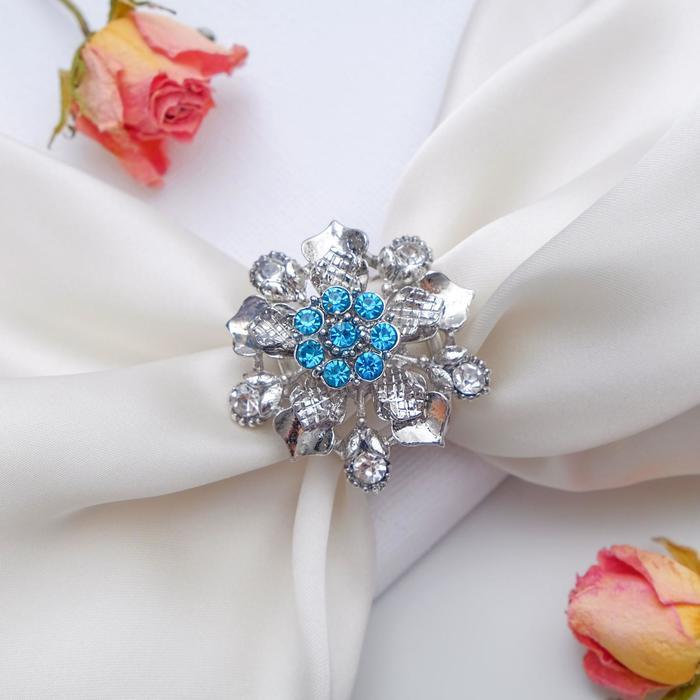 """Кольцо для платка """"Цветочные бутоны"""", цвет бело-голубой в серебре - фото 798139793"""