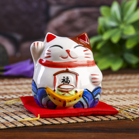 "Сувенир кот копилка керамика ""Манэки-нэко на подушке"" 6,5х7,5х6,3 см"