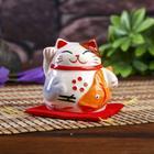 "Сувенир кот копилка керамика ""Манэки-нэко с рыбкой на подушке"" 6,5х7,5х6,3 см"