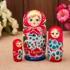 Матрёшка «Бабушке», красный платок 3 кукольная, 9 см