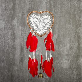 """Ловец снов с колокольчиком """"Сердце с кружевом, красные перья"""" d=17 см длина 55 см"""