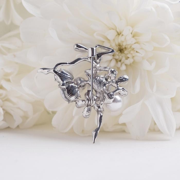 """Брошь """"Балерина"""" цветы и жемчужины, цвет радужный в серебре - фото 301002400"""