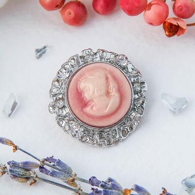 """Брошь """"Камея"""" круглая, цвет розовый в серебре"""