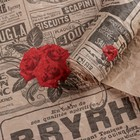 """Бумага для декорирования. """"Газета"""" чёрная с красными розами 0,7 х 5 м"""