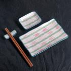 """Набор для суши """"Розовый узор"""", 4 предмета: блюдо 29,5х12 см, соусник 10х7,5 см, подставка 6х2 см, палочки"""