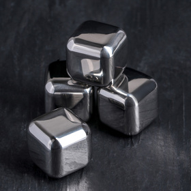 A set of whisky stones 2,5x2,5 cm, stainless steel, 4 piece