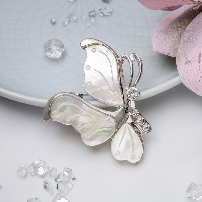"""Брошь """"Перламутр"""" бабочка профиль, цвет белый"""