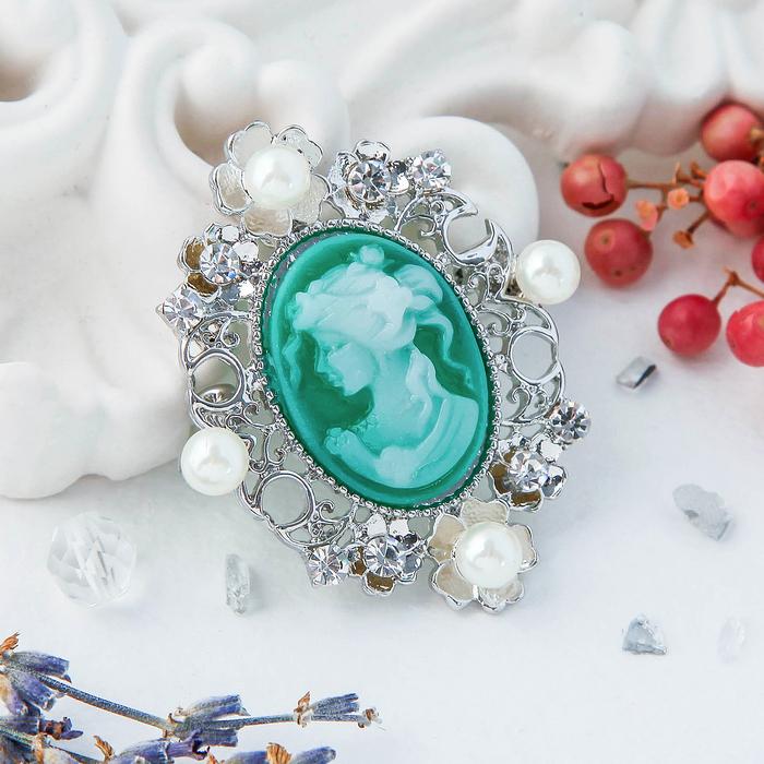 """Брошь """"Камея"""" в цветах, цвет бело-зеленый в серебре"""