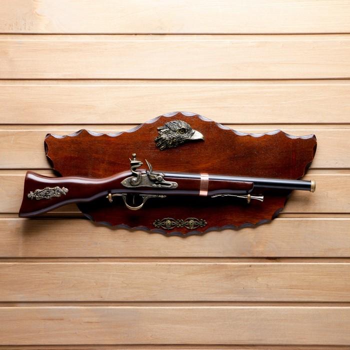 Сувенирное оружие на фигурном планшете «Мушкет», накладной элемент — орёл