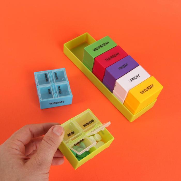 Таблетница-органайзер «Неделька», английские буквы, 7 контейнеров по 4 секции, цвет МИКС