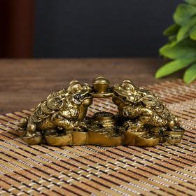 "Нэцке полистоун бронза ""Две денежных жабы держат на монете слиток"" 4,3х12х5 см"