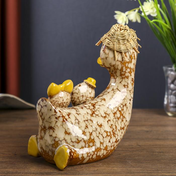 """Сувенир керамика """"Утка с детками в шляпке"""" 18х16х8 см"""