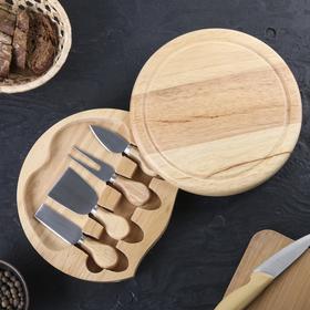 Набор для подачи сыра: доска из дуба 25×25×3,5 см, 4 ножа для сыра