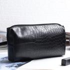Косметичка дорожная, отдел на молнии, с ручкой, цвет чёрный матовый