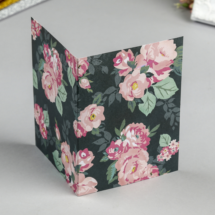У продавца есть коробки с открытками по 100 штук он может