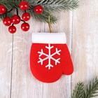 "Pendant ""mitten with snowflake"""