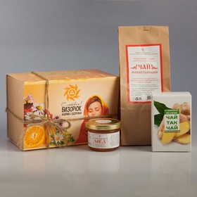 Gift set of tea and honey.