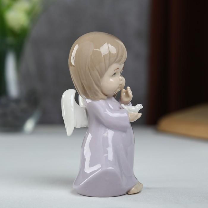 """Сувенир керамика """"Ангел-пухлячок в сиреневом платье с голубем в руке"""" 13х5,5х7 см - фото 366858917"""
