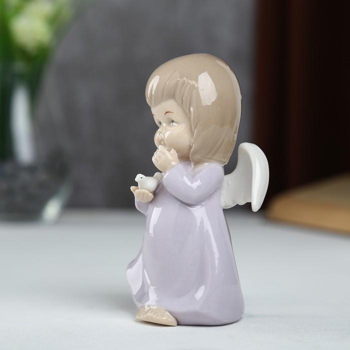 """Сувенир керамика """"Ангел-пухлячок в сиреневом платье с голубем в руке"""" 13х5,5х7 см - фото 366858919"""