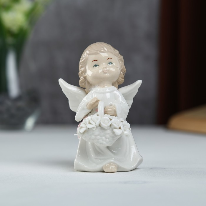"""Сувенир керамика """"Ангел-малыш в белом платье с корзиной цветов"""" 11,5х6,5х7,5 см"""