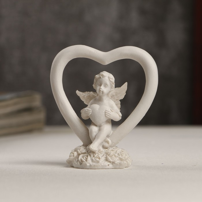 """Сувенир полистоун """"Белоснежный ангелочек с сердечком в сердце"""" 6х5,5х3 см - фото 551405230"""