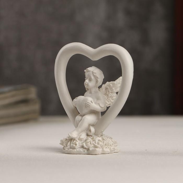 """Сувенир полистоун """"Белоснежный ангелочек с сердечком в сердце"""" 6х5,5х3 см - фото 551405231"""