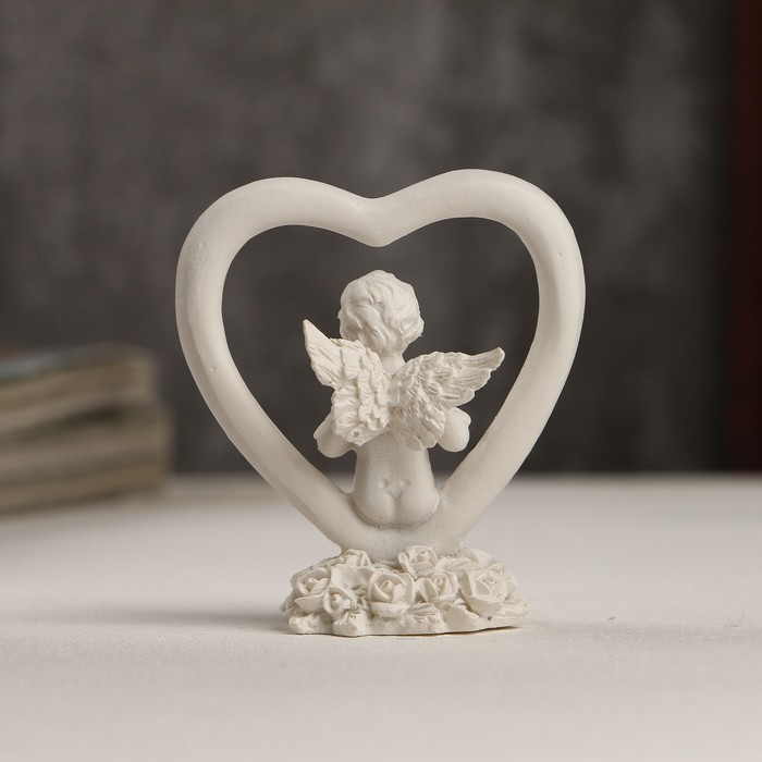 """Сувенир полистоун """"Белоснежный ангелочек с сердечком в сердце"""" 6х5,5х3 см - фото 551405232"""