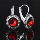 Серьги с красным камнем в серебре, 1.3 × 2 см