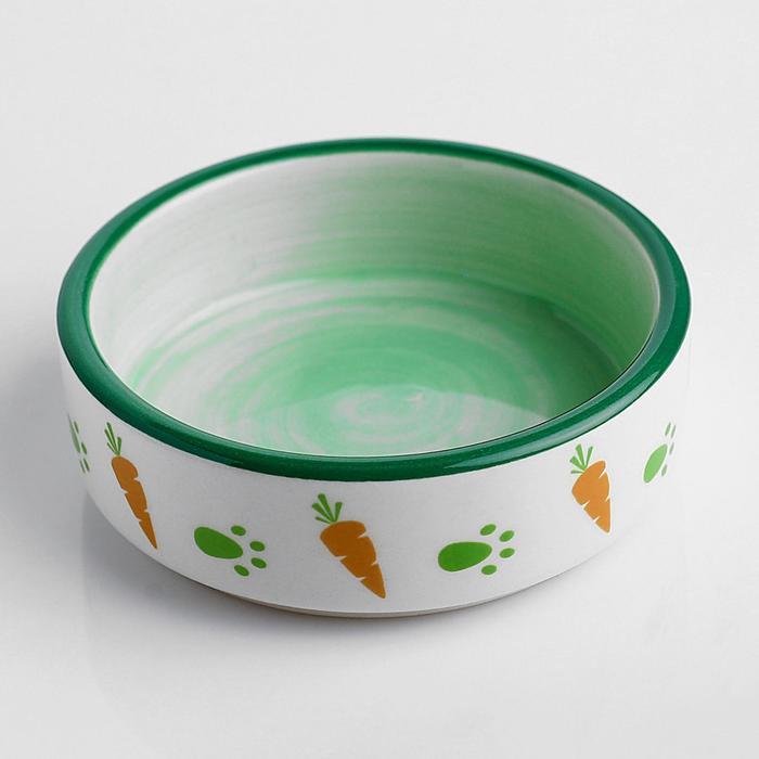 Миска керамическая для грызунов двухцветная с морковками, 80 мл, 8,8х8,8х3 см, зелёно-белая