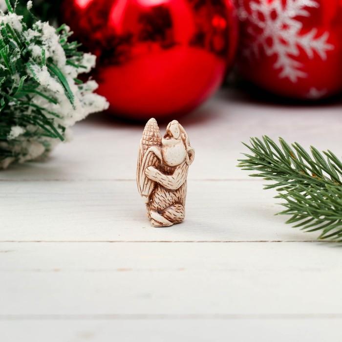 Сувенир «Мышка с кукурузой», 3,5 см, керамика