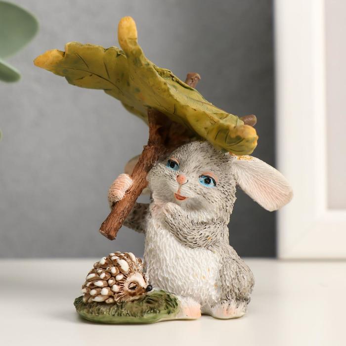 """Сувенир полистоун миниатюра """"Зайчишка с ёжиком под листом"""" 7,5х5,5х6,5 см - фото 798245712"""