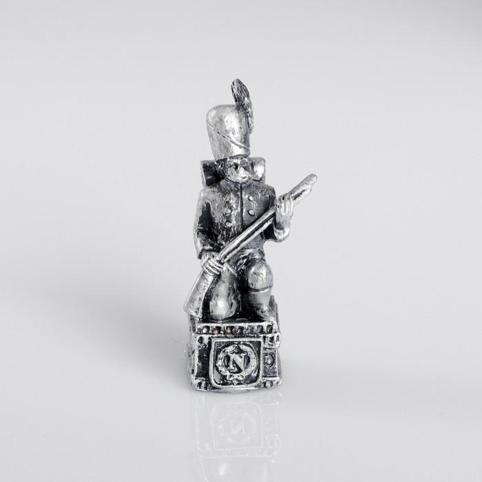 Сувенир полистоун «Французский солдат», серебряный