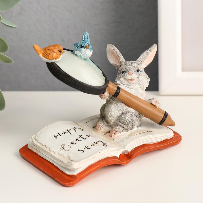 "Сувенир полистоун миниатюра ""Зайка на книжке с лупой"" 7,5х5,5х9,5 см - фото 798247791"