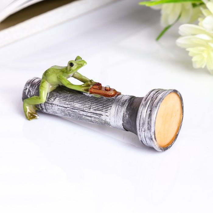 """Сувенир полистоун миниатюра """"Лягушка на фонарике"""" 4х3х8 см"""