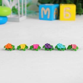 Миниатюра кукольная «Цветочки», набор 6 шт, размер 1 шт: 1,6×0,7×1,6 см, цвета МИКС