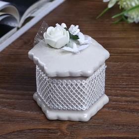"Шкатулка керамика ""Белая роза с голубками""  7х6х6 см"