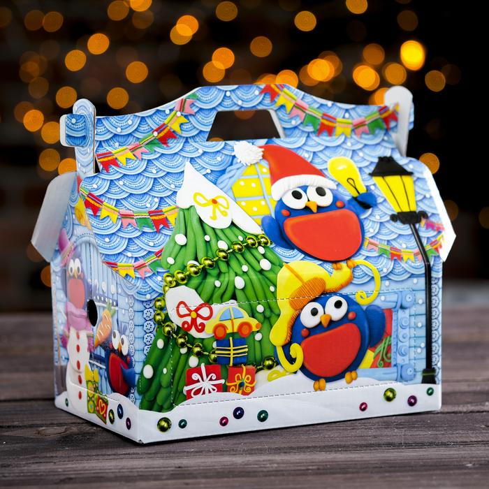 "Подарочная коробка ""Пластилиновые снегири"", кормушка, 26,4 х 14 х 18,5 см"