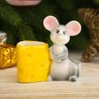 """Сувенир керамика подставка """"Серенький мышонок с кусочком сыра"""" 6,8х6,5х3,3 см"""