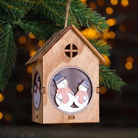 """Декор с подсветкой """"Снеговики в домике"""" 7×8×11 см"""