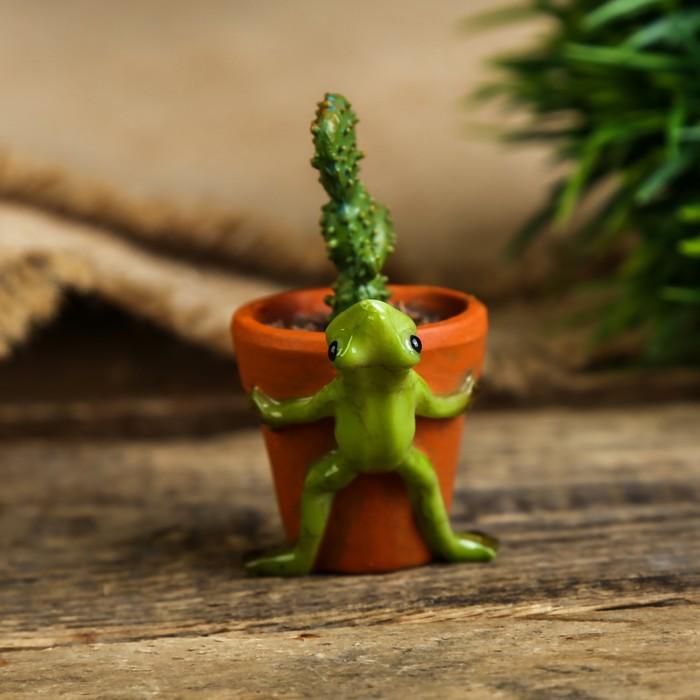 "Сувенир полистоун миниатюра ""Лягушонок и горшок с кактусом"" 6х3х4,5 см - фото 373003196"
