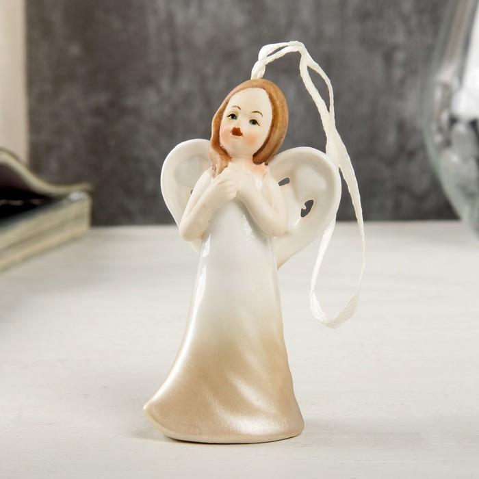 """Сувенир керамика подвеска """"Ангел девочка в кремовом платье"""" 9,3х3,7х4,9 см"""