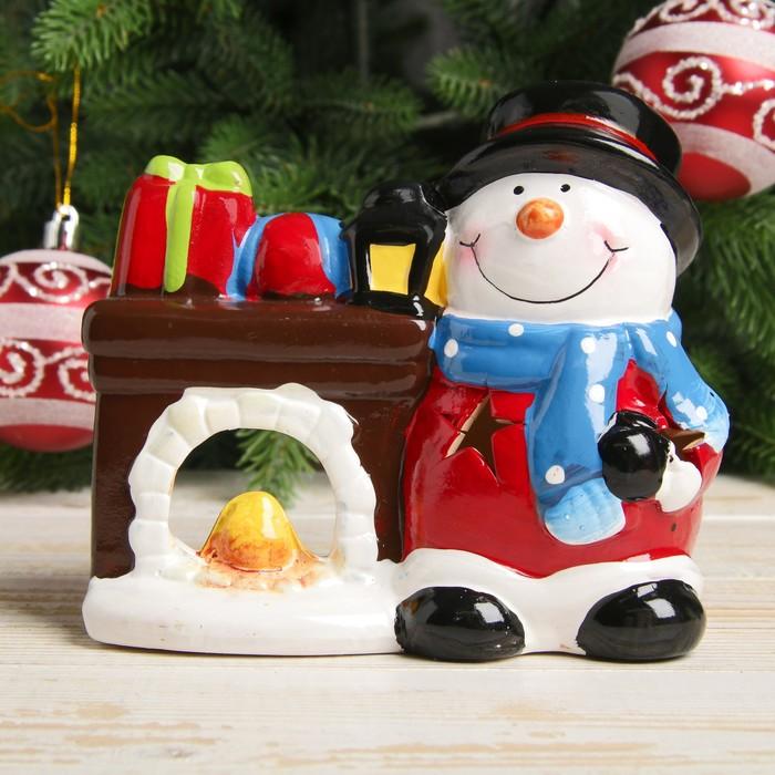 "Подсвечник керамика ""Снеговичок у камина"" 10,5х12,5х6,5 см"