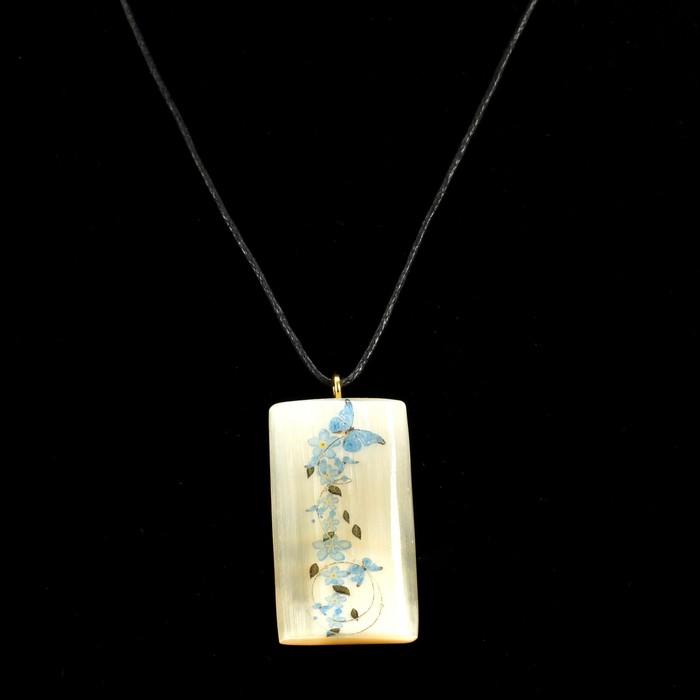 Кулон «Цветы с бабочками», 2,5×4 см, селенит