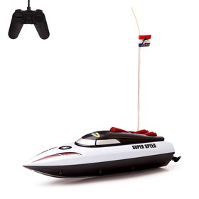 Boat RC Speed runs on batteries