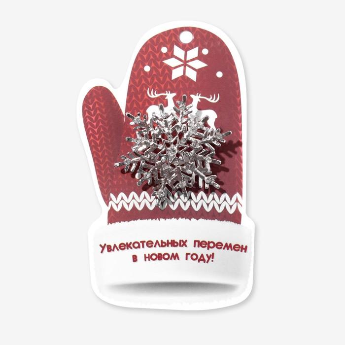 """Брошь """"Новогодняя сказка"""" снежинка узорчатая, цвет белый в серебре"""
