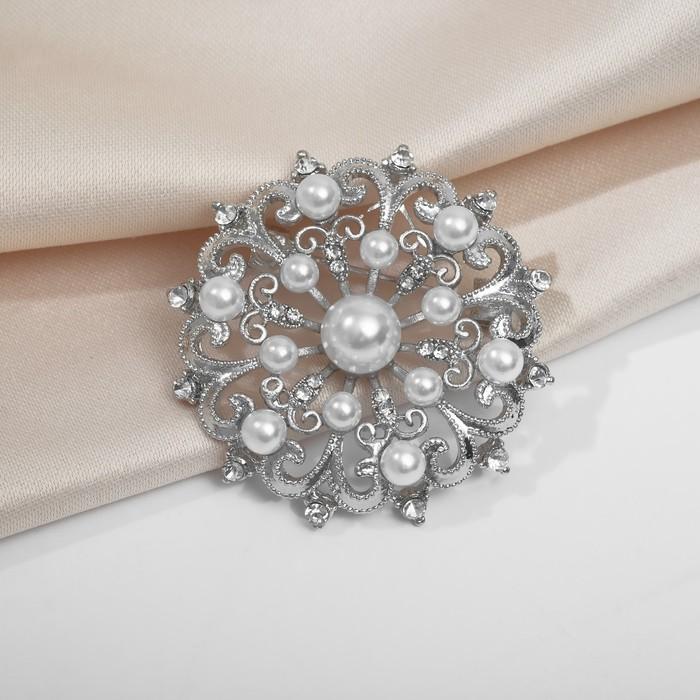 """Брошь """"Новогодняя на шаре"""" снежинка жемчужная, цвет белый в серебре"""