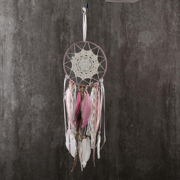 """Ловец снов """"Кружево и павлинье перо"""" нежно-розовый 47х15 см - фото 798269620"""